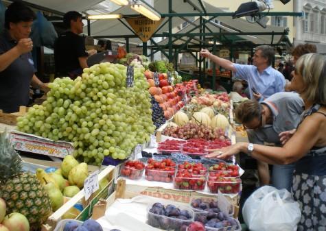 Zwei mal in der Woche soll ein Frische–Markt stattfinden